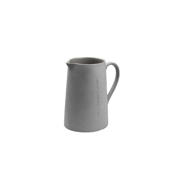 Ernst-mjölkkanna-grå-med-citat