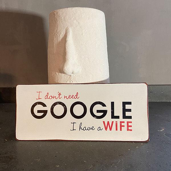 Plåtskylt-med-text,-I-don't-need-Google,-I-have-a-wife
