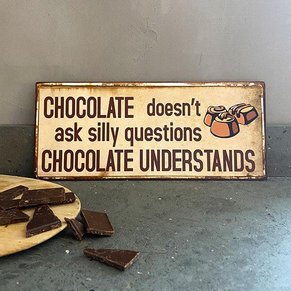 Skylt i plåt med text , chocolate choklad