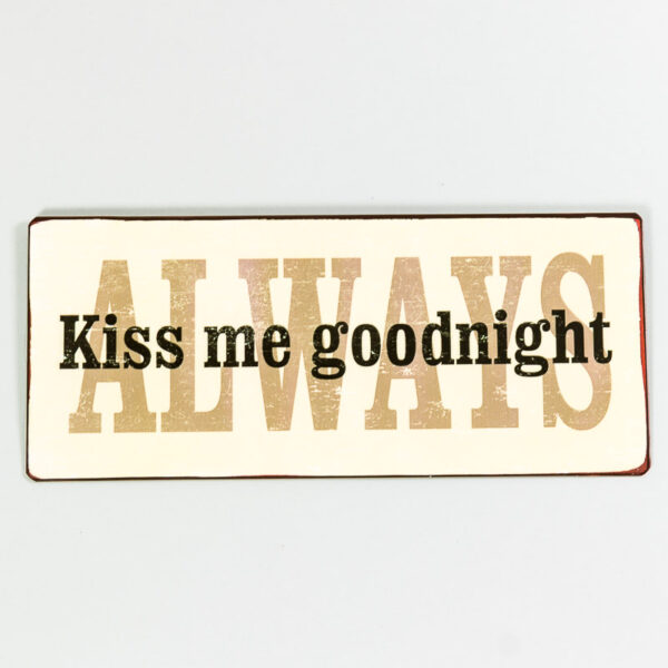 Plåtskylt- Always kiss me goodnight