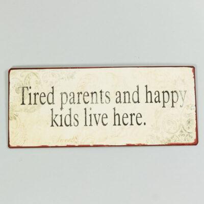 Plåtskylt - Tired parents and happy children lives here