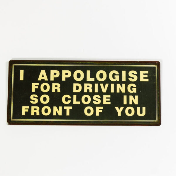 """Skylt """"I apologies for driving so close in front of you"""""""