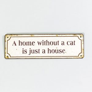 Plåtskylt- A home without a cat, is just a house