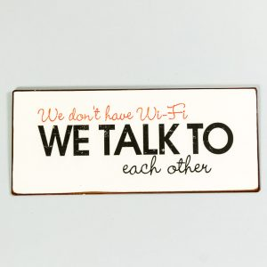 Plåtskylt- We don't have WIFI, talk to each other