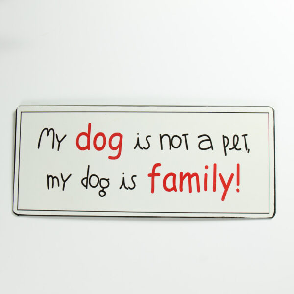 """Skylt """"My dog is not a pet, my dog is family"""""""