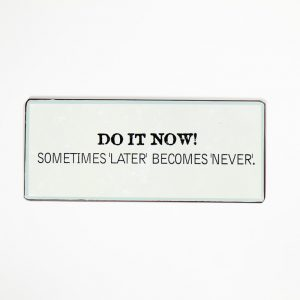 Plåtskylt- Do it now! Sometimes later becomes never