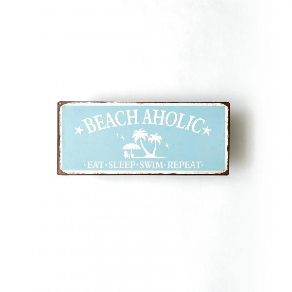 Plåtskylt med text Beachaholic, easylife at the beach