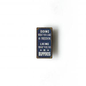 Blå magnet med tänkvärt budskap
