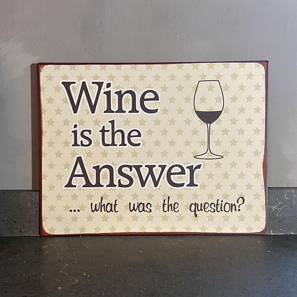 Skylt i plåt med text wine is the answer