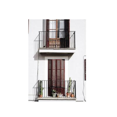 Kort Havanna på vitt hus med vackra dörrar