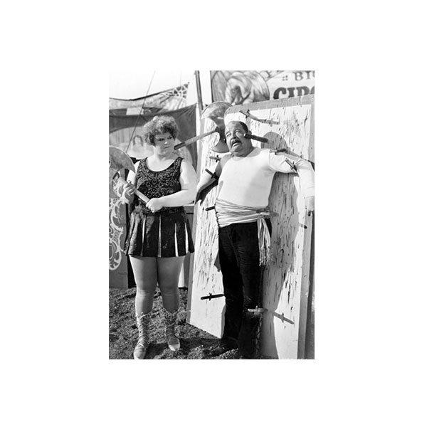 Dubbelvikt Kort - Knife throwers med svartvitt fotografi som motiv