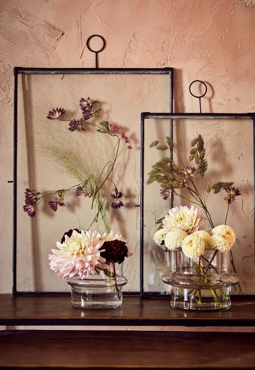 Glasramar med pressade blommor