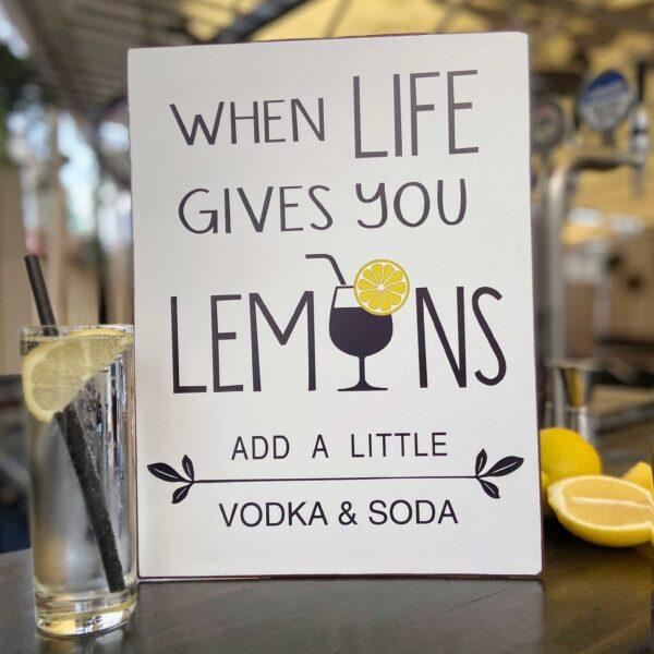 Plåtskylt - When life gives you lemons add a little soda & vodka