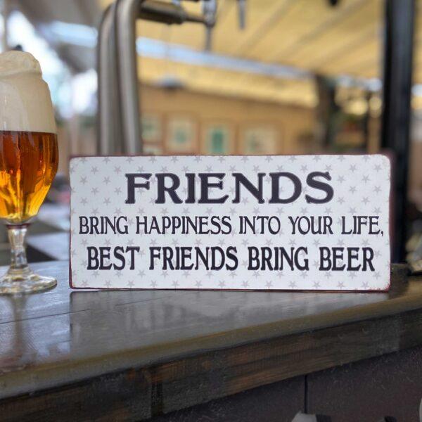 Plåtskylt med rolig text Friends-bring-happiness